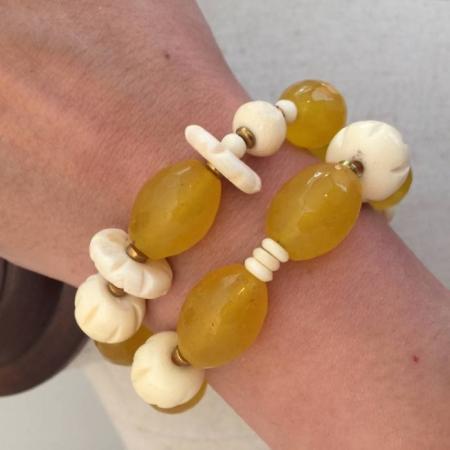 دستبند از عاج ، سنگ حدید وسنگ عقیق زرد