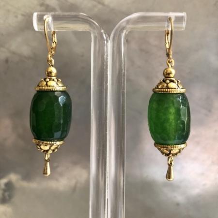 گوشواره با سنگ عقیق سبز استوانه ای