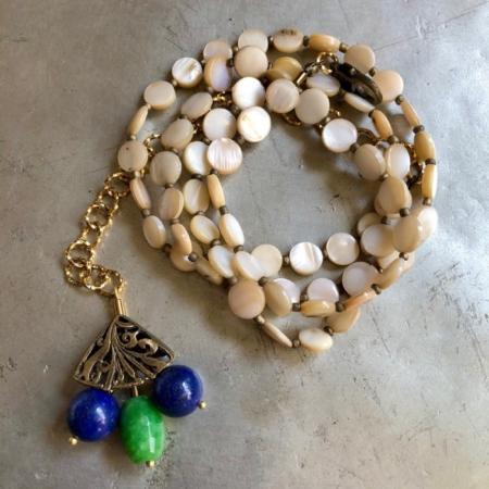 دستبند از سنگ صدف سکه ای
