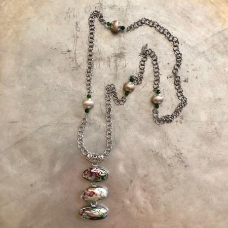 گردنبند از صدف هفت رنگ و گوی با روکش نقره