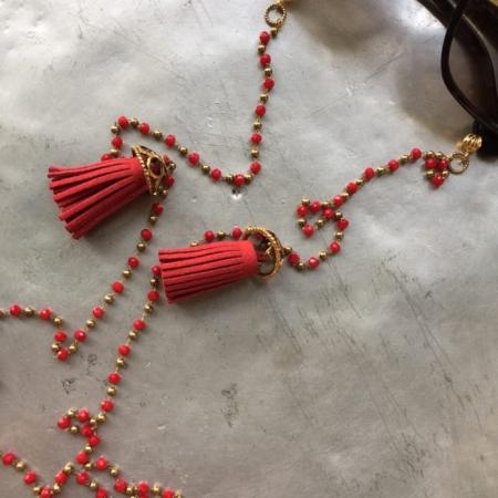 بند عینک از کریستال سرخ بافته شده