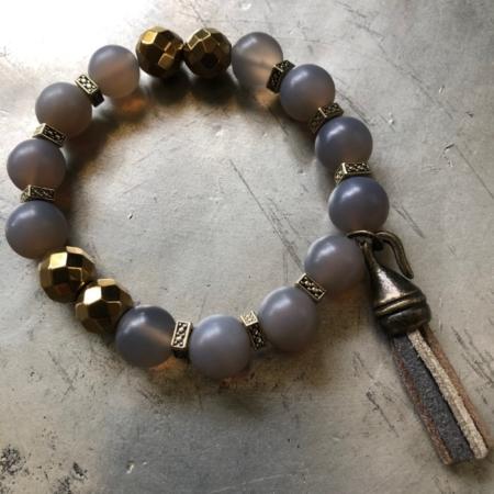 دستبند تک رشته ای از سنگ عقیق طوسی شفاف